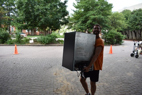 Friendly stevedores helped new students with move-ins!